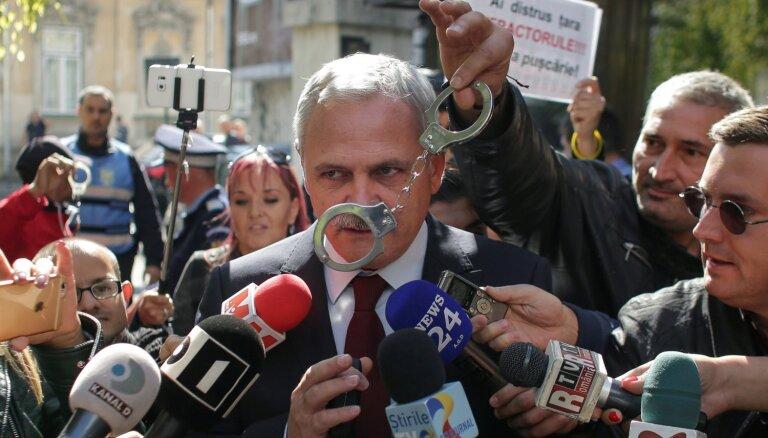 Rumānijas valdošās partijas līderim piespriests cietumsods par korupciju
