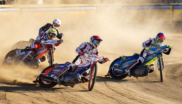 Latvijas 'Grand Prix' spīdvejā uzvar polis Pavlickis; Bogdanovs paliek astotais