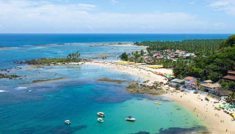 Ainavisks trošu nobrauciens Brazīlijā, kas aizved līdz pludmalei