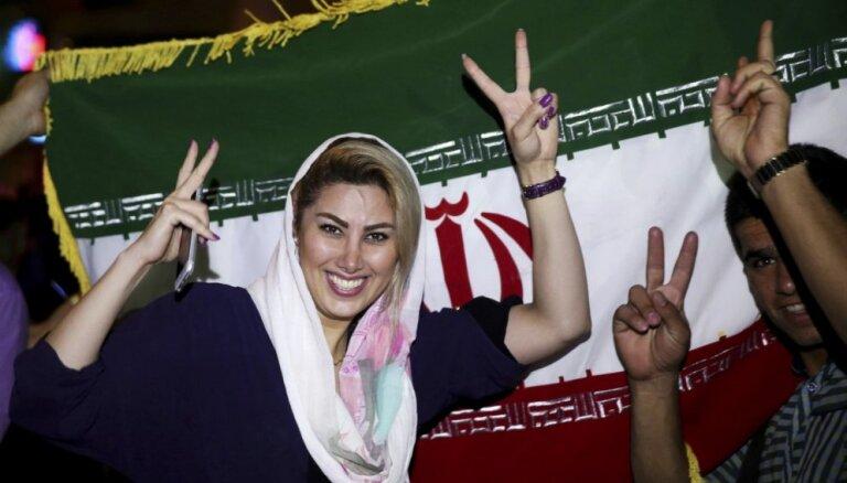 Foto: Kā Irānā ļaudis līksmo par vēsturisko kodolvienošanos