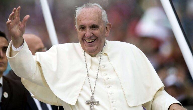 Pāvests prasa izbeigt kristiešu genocīdu Tuvajos Austrumos