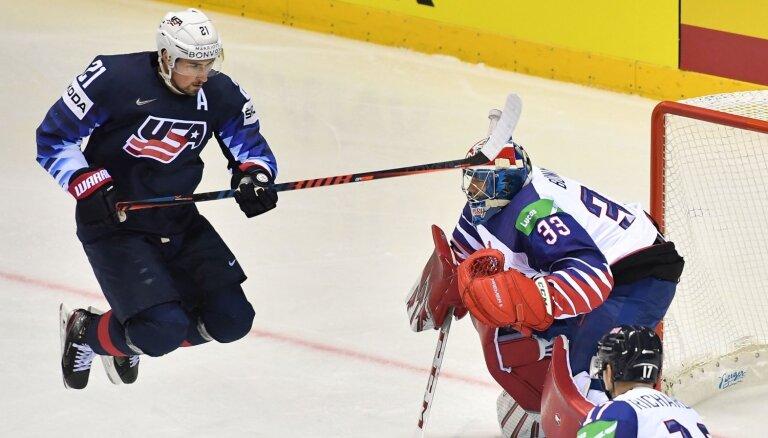 Lielbritānija līdzvērtīgi nospēlē periodu ar ASV; amerikāņi triumfē spēles otrajā pusē