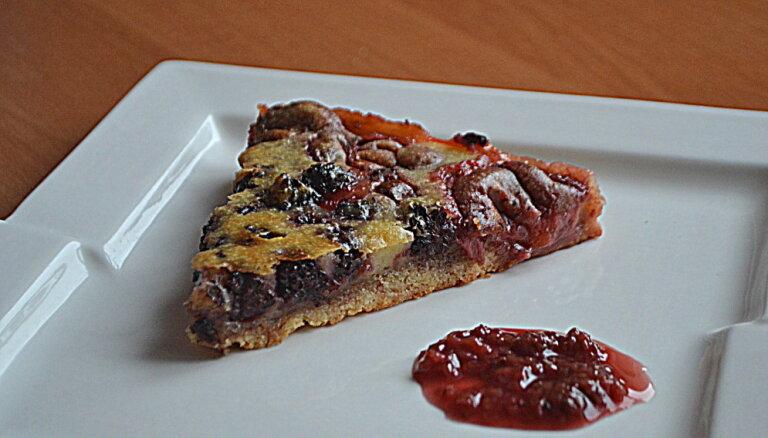 Ягодный пирог из рубленого теста со сметанной заливкой