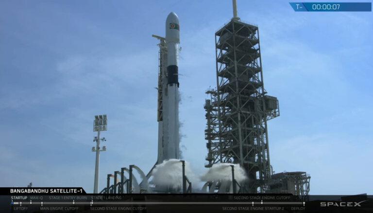 SpaceX впервые запустила ракету, которая будет использоваться для пилотируемых полетов