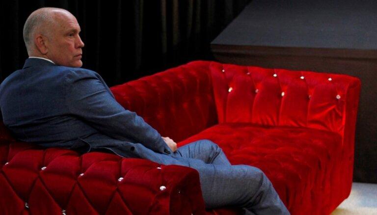 Izcilības paraugstunda. 10 lieliskas filmas ar Džonu Malkoviču viņa 65. dzimšanas dienā