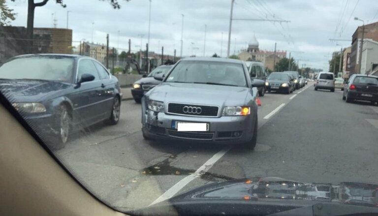 Divu auto avārija Čaka ielā
