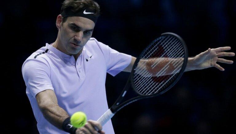 Federers sezonas noslēguma turnīra pusfinālā negaidīti zaudē Gofēnam