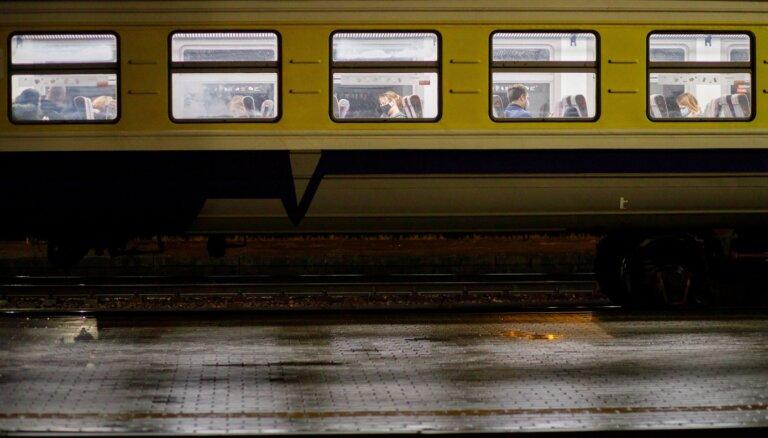Ar Covid-19 inficējies pasažieris braucis vilcienā Aizkraukle-Rīga un Rīga-Skulte