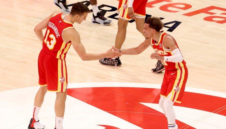 'Hawks' uzvar 'Bulls' un Austrumu konferencē pakāpjas uz piekto vietu