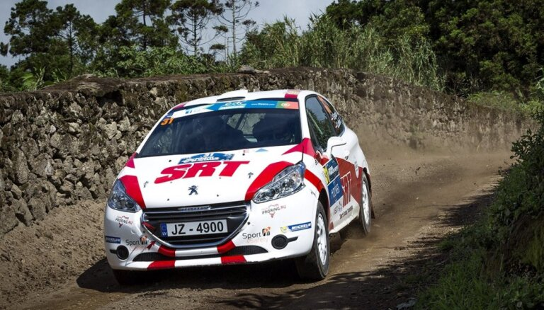 Divas Latvijas ekipāžas uzvar cīņā ar 'SATA Rally Acores' smagajiem ātrumposmiem (teksta tiešraides arhīvs)