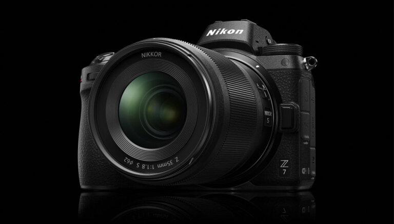 'Nikon' piesaka pilna kadra bezspoguļa kameras