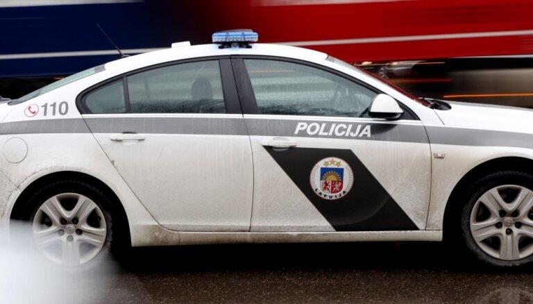 Погоня за нарушителем: убегавший Mercedes Benz столкнулся с машиной полиции, пострадали три человека (ВИДЕО аварии)