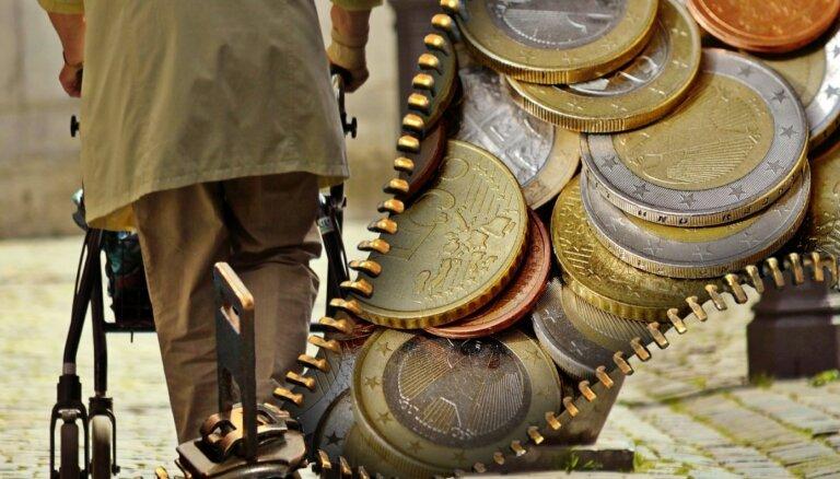 Банк Латвии: размер пенсии в Латвии рухнет с 40% до 20% от зарплаты будущих пенсионеров