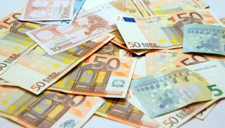 Vairākas bankas vēl lemj par krīzes laika parādu dzēšanu