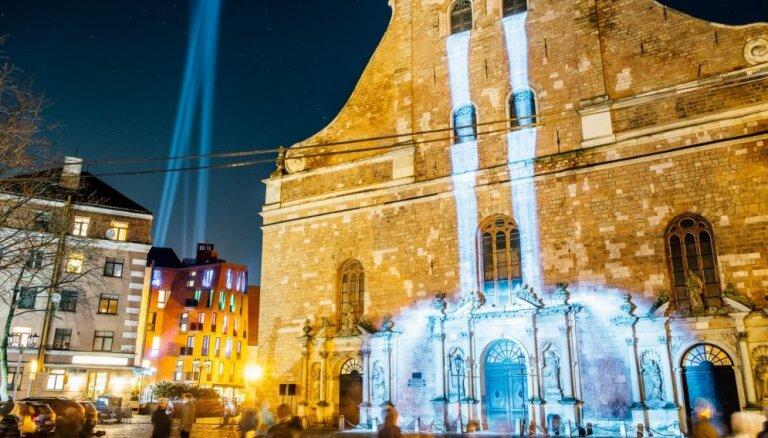 Dejas uz Gaļas paviljona un robotu 'Dāvana'. 15 objekti, kas jāredz festivālā 'Staro Rīga'
