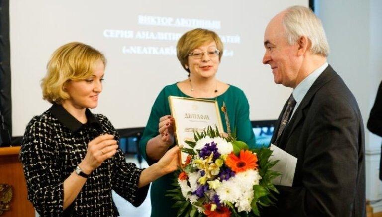 Krievijas vēstniecība sadala simpātiju balvas Latvijas žurnālistiem