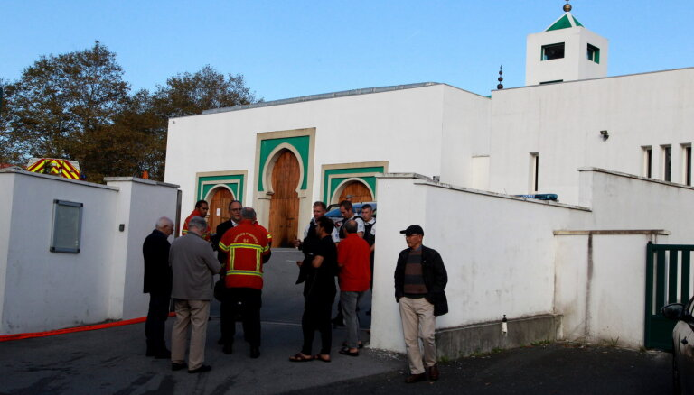 Стрельба у мечети во Франции: двое раненых. Подозреваемый задержан, ему 84 года