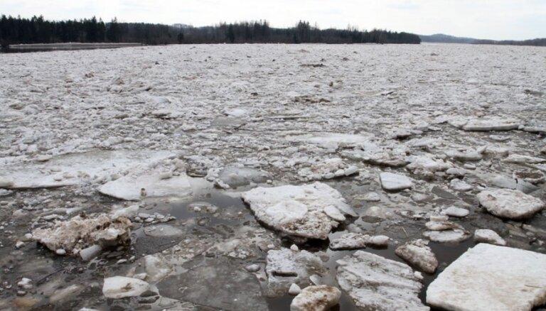 Daugavā pie Jēkabpils ūdens līmenis divās dienās kāpis par vairāk nekā diviem metriem; dienā gaidāma palieņu applūšana