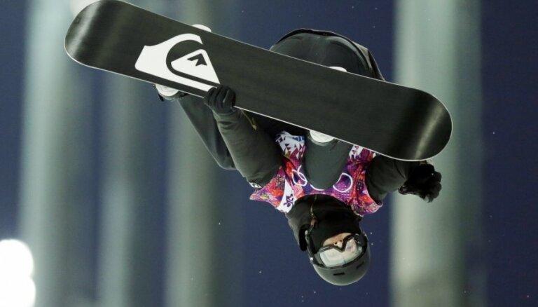 Šveicietis Podladtčikovs kļūst par olimpisko čempionu snovbordā rampā