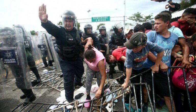 Тысячи человек в составе каравана мигрантов запросили убежище в Мексике