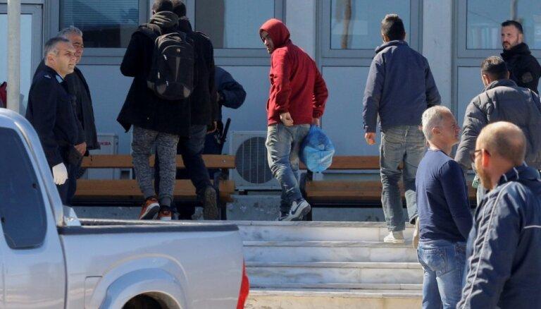 МВД: размещенные на юге Европы беженцы отказываются ехать в Латвию