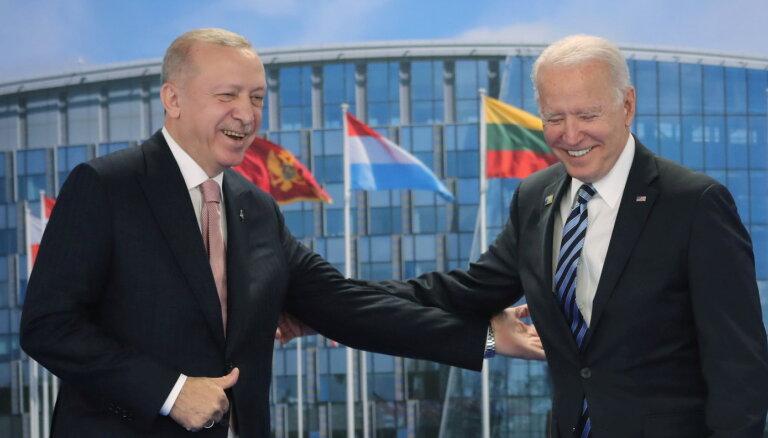 Turcija savu nostāju 'S-400' sistēmas jautājumā nemainīs, Erdogans pavēstījis Baidenam
