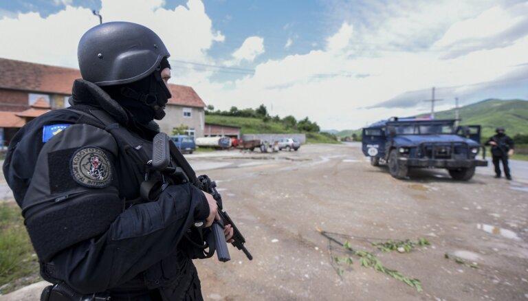ANO pieprasa atbrīvot divus policijas operācijā Kosovā ievainotos darbiniekus
