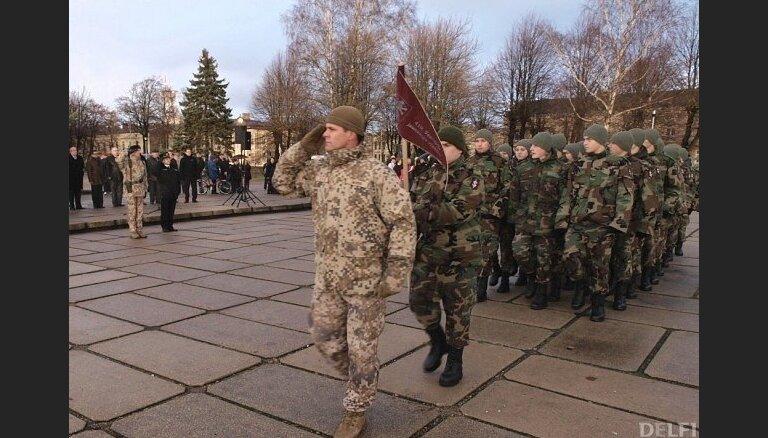 День Лачплесиса: военный парад впервые покажут на русском языке