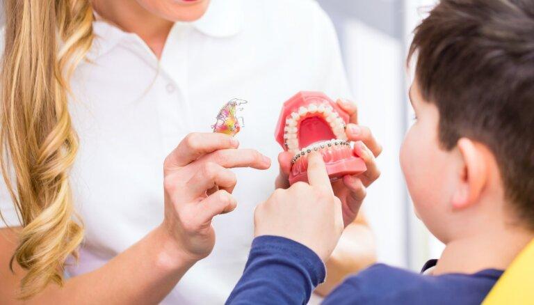 Skaidrojam, kas ir ortodonts un kādos gadījumos vecākiem bērnu vest pie speciālista