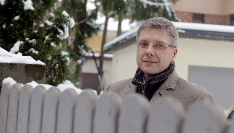 'Saskaņa' kratīšanas pie Ušakova vērtē kā NA mēģinājumu mainīt vēlēšanu iznākumu
