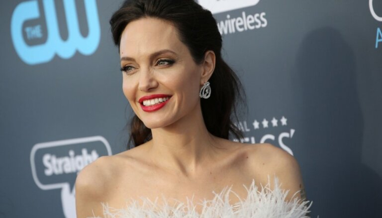 СМИ: Анджелина Джоли запретила Брэду Питту знакомить дочь с его подругами