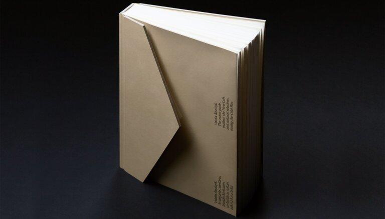 Berlīnē atvērs kuratoram un māksliniekam Valdim Āboliņam veltītu grāmatu