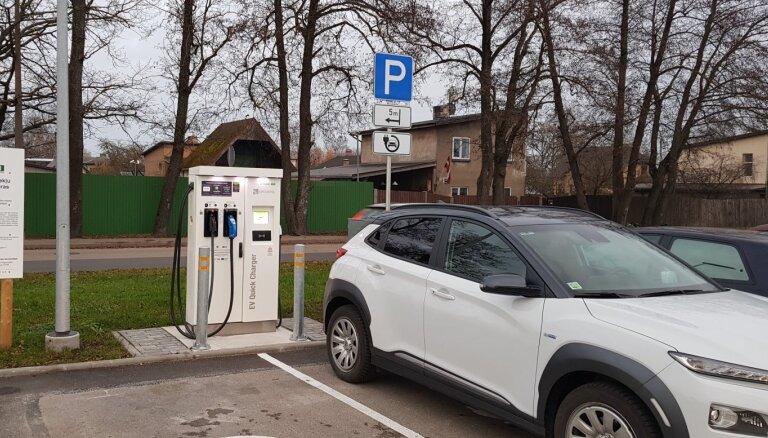 Novembrī Latvijas elektroauto uzlādes tīklu 'e-mobi' papildinās 40 jaunas stacijas
