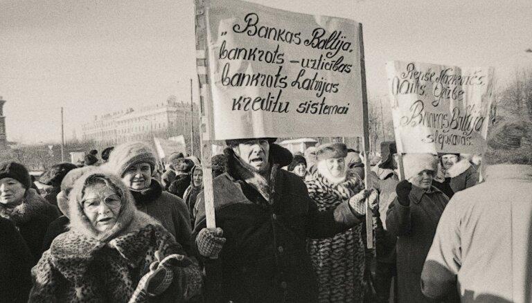 Viens nosirmoja dienas laikā, cits tika pie jauna opeļa. 'Vienkāršo ļaužu' stāsti par 'Banku Baltija'