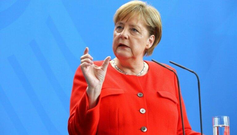 Merkele viesos pie NATO Sevišķi ātrās reaģēšanas vienības atgādina par Krievijas draudiem