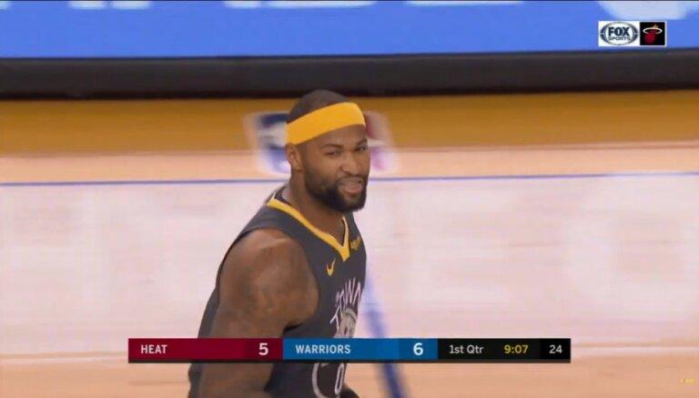 Video: Klejs Tomsons piespēlē sev, trāpot komandas biedram pa galvu