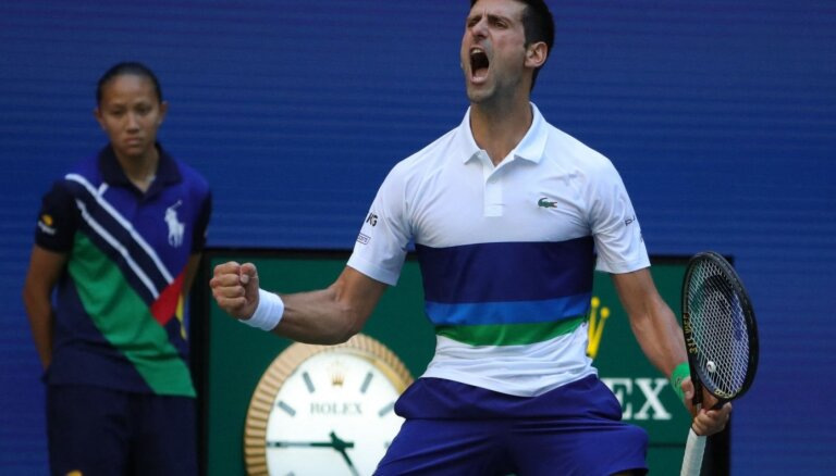 Džokovičs uzvar Nišikori un turpina ceļu uz kalendārā gada 'Grand Slam'