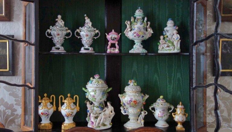 Rundāles pils muzejs izveidojis īpašu Adventes kalendāru ar porcelāna kolekcijas priekšmetiem