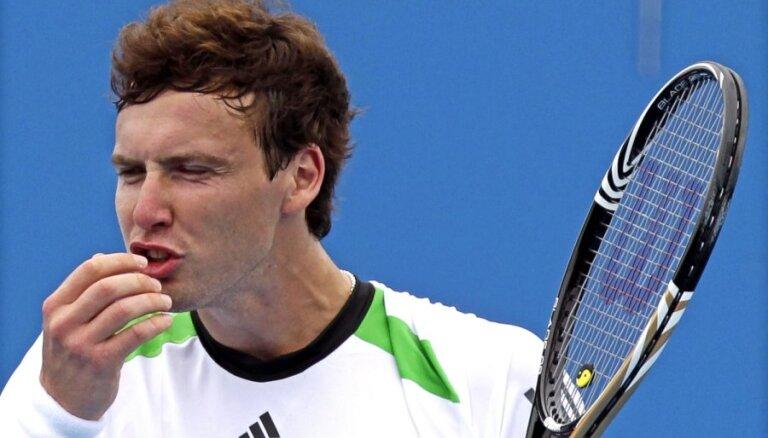 Gulbis zaudē vietu starp 30 spēcīgākajiem tenisistiem