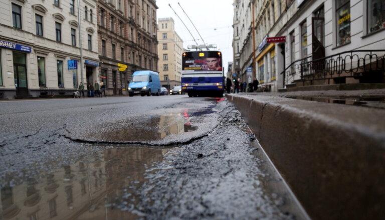 Введены новые ограничения движения на ул. Чака в Риге: некоторые будут действовать до конца лета