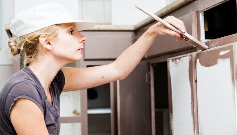Mācies no citu kļūdām: klupšanas akmeņi virtuves mēbeļu pārkrāsošanā