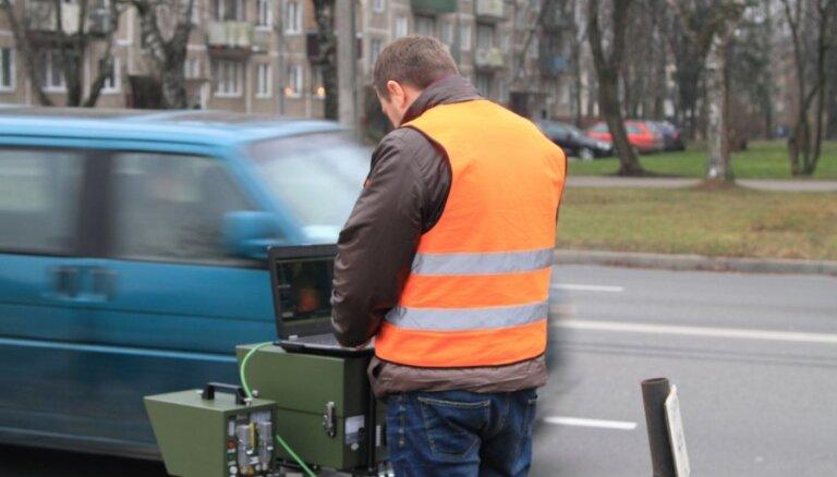 Iniciatīva 'Fotoradari 15+': Saeima lūdz PMLP pārbaudīt savāktos parakstus