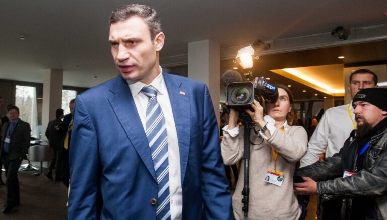 Кличко призвал активистов оставаться на Майдане до полной победы