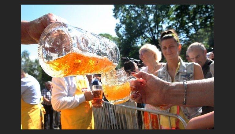 ФОТО: В Верманском саду начался пивной фестиваль
