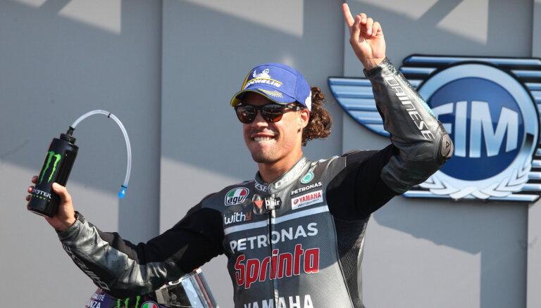 Morbidelli startā izvirzās vadībā un svin savu pirmo 'MotoGP' uzvaru