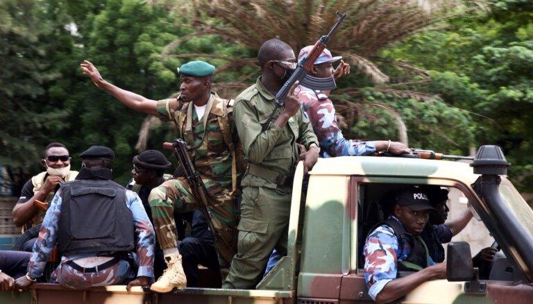 Kas notiek Mali: Kā stabilā demokrātija desmit gados pārvērtās militārā diktatūrā