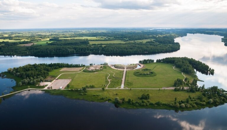 'Latvijas valsts meži' ziedos Likteņdārzam vēl 100 000 eiro no peļņas