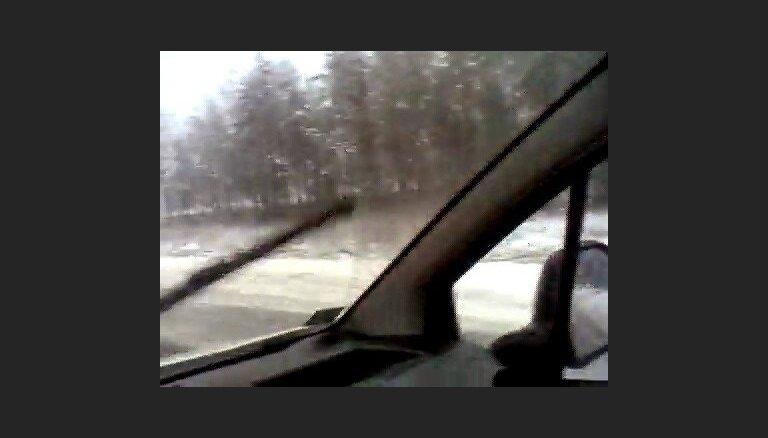 Apledo Pleskavas šoseja, kravas auto grāvī - 1