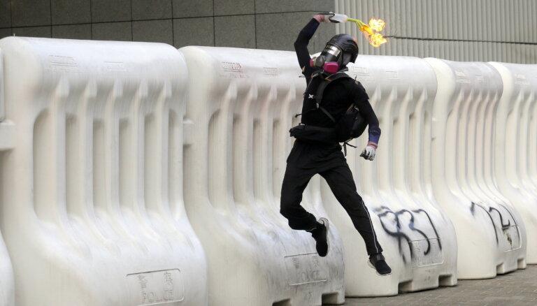 ASV likuma mērķis ir 'iznīcināt Honkongu', norāda Ķīnas ministrs