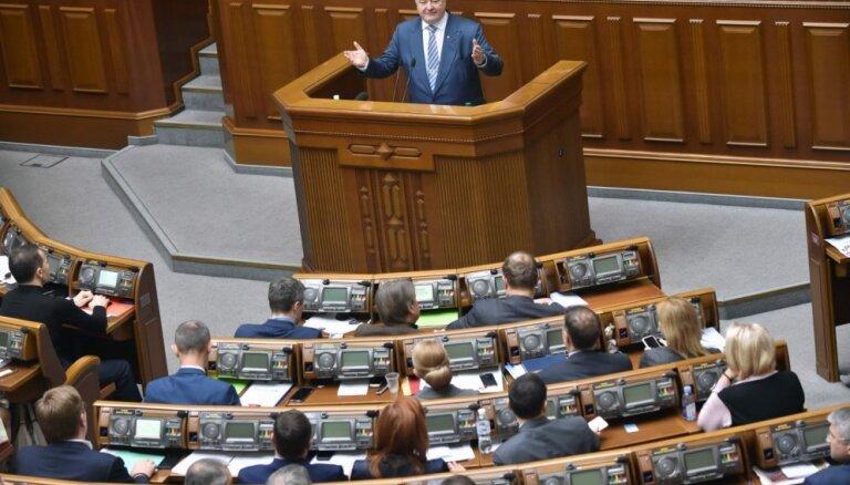 Ukrainas parlaments konstitūcijā nostiprina kursu uz ES un NATO